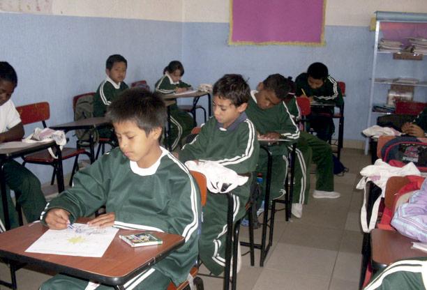 Niños en escuela de la ong remar en ecuador