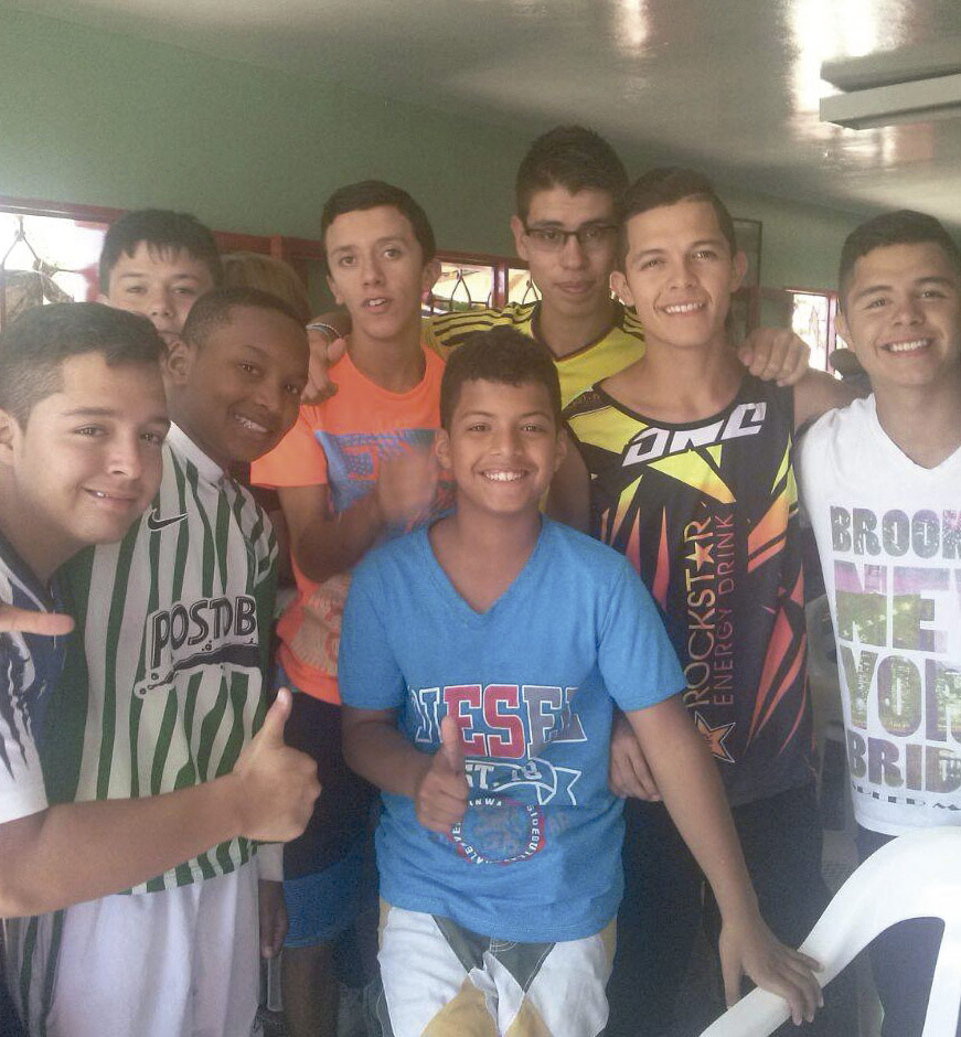 Jovenes de hogar de la ong remar en colombia