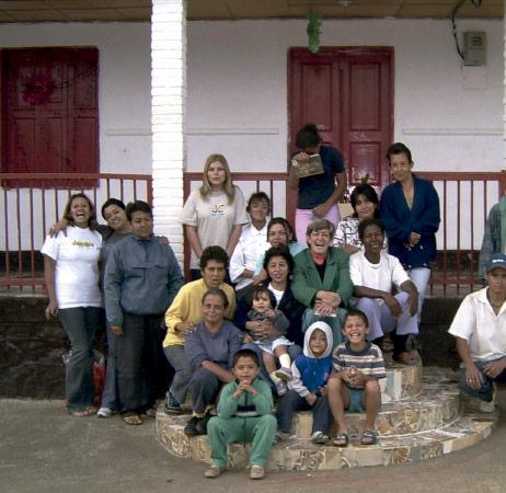 Familias de hogar de la ong remar en colombia