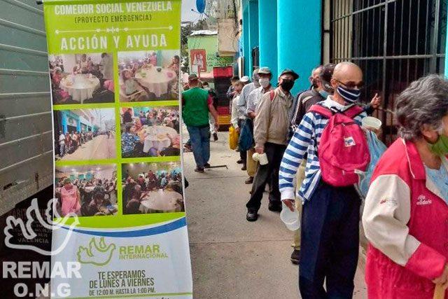 Fila para el comedor social en Caracas